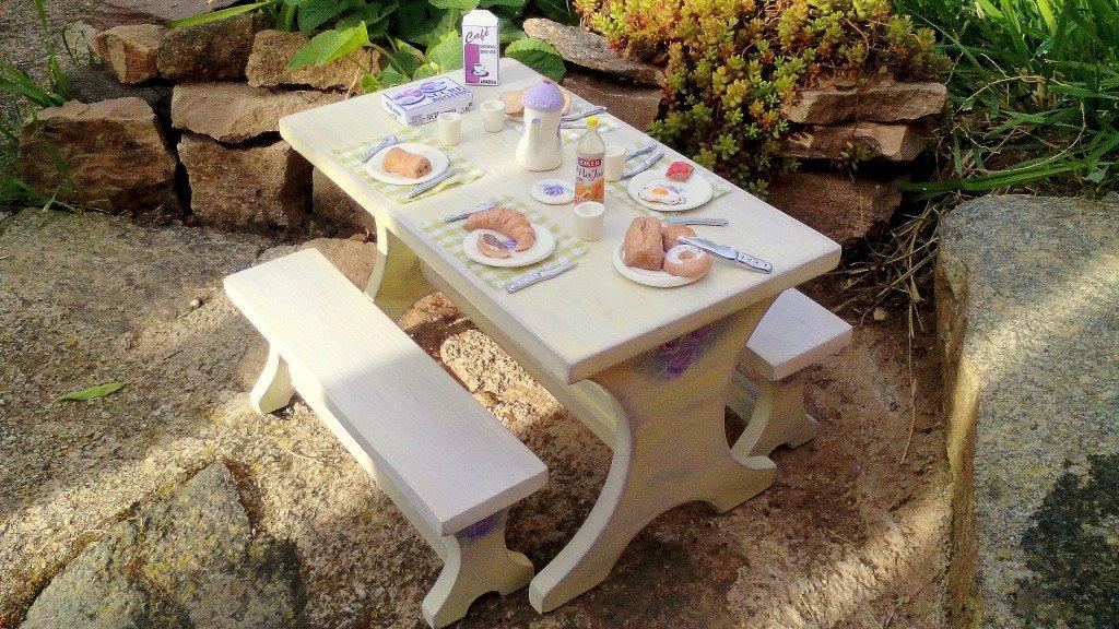 Table de pique-nique ou salle a manger + accessoires pour Barbie  dans Boutique table-meubles-barbie-013-1024x576